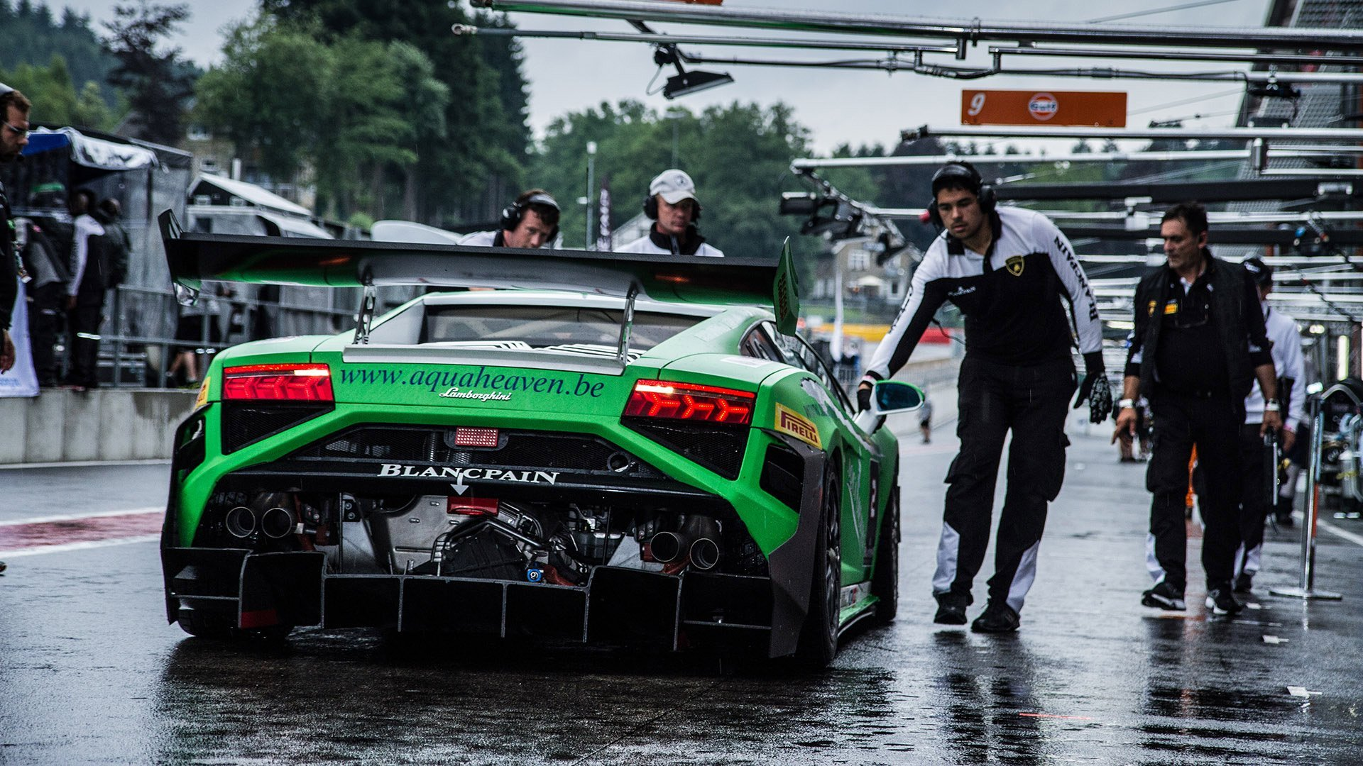 This Stunning Lamborghini Gallardo Race Car Is Your New Desktop