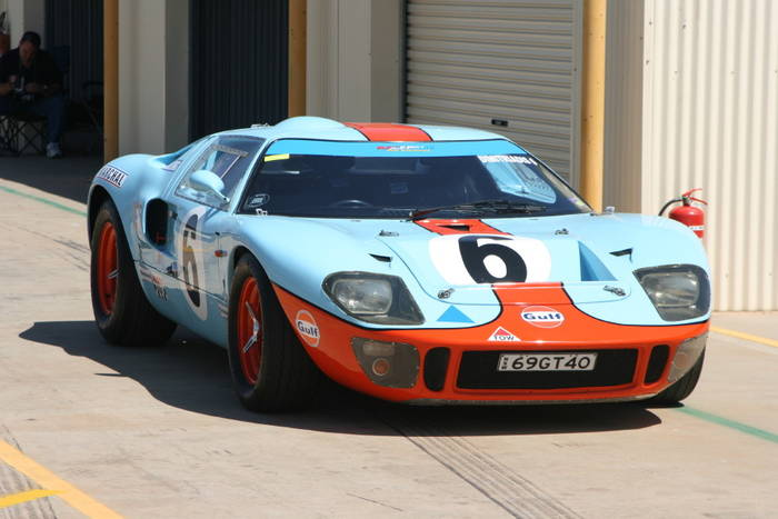 the solution was ingenious in its simplicity cut a hole on the top of the door and screw a semispherical cap on it they named it the gurney bubble in - 1966 Ford Gt40 Gulf