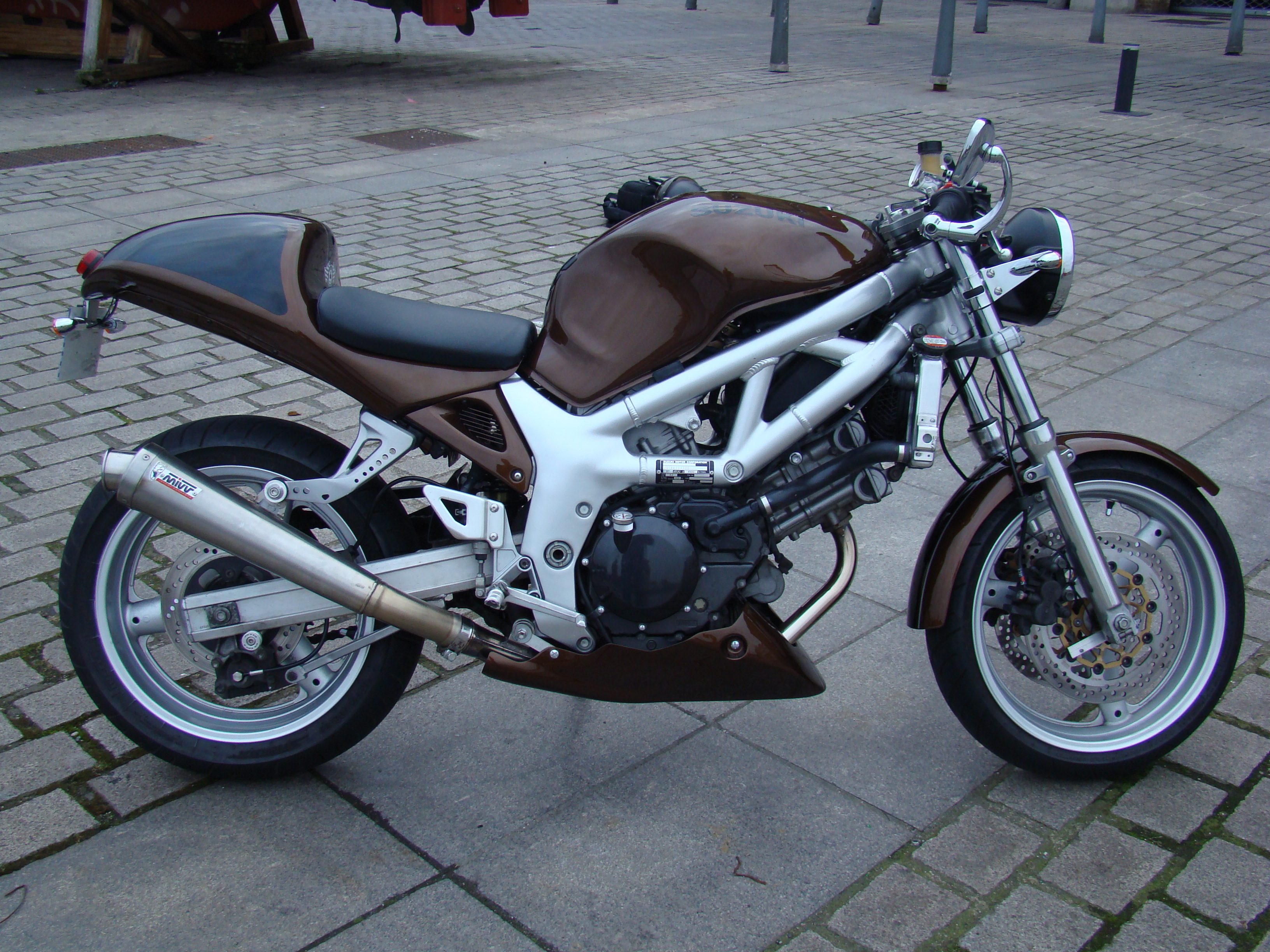 turning my sv650 into more of a cafe racer rest in ments