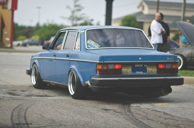 Hey Does Anybody Have A Good Volvo 240 Phone Wallpaper If So Please