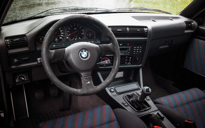 E30 M3 interior looks fantasticc <3
