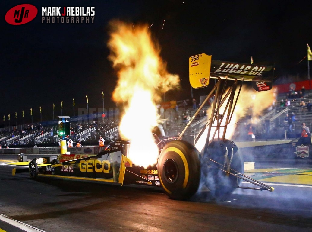 Top fuel dragster cost 500 000 top speed 330mph
