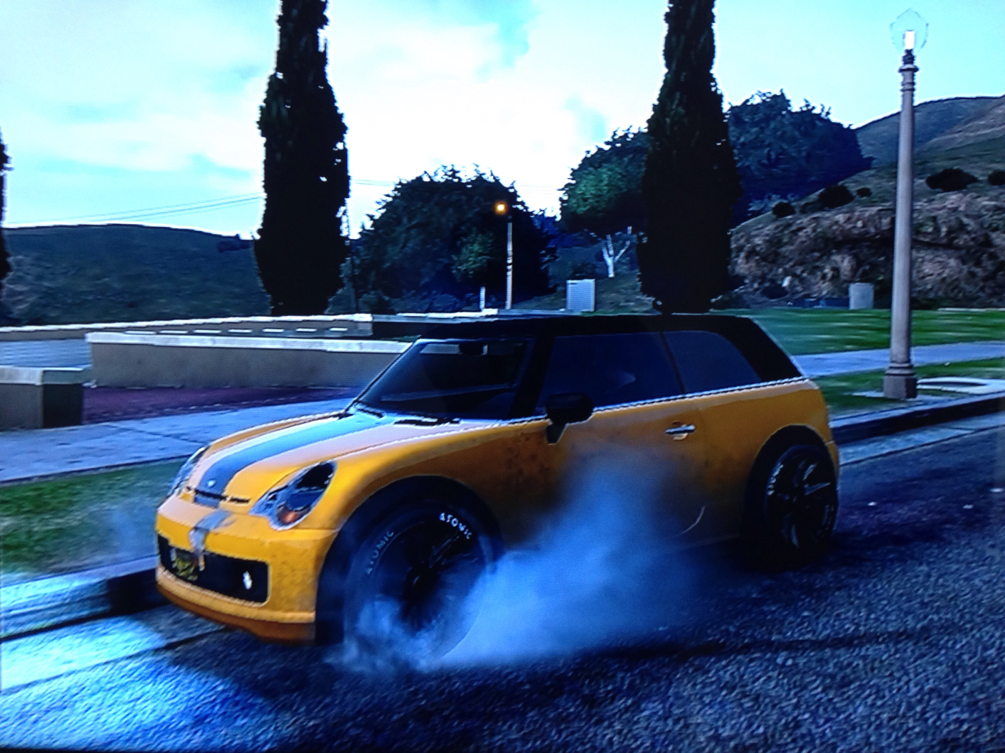 GTA 5, the only game that lets you burnout a FWD