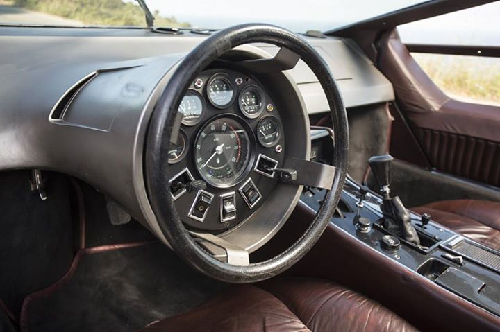 maserati boomerang 39 s interior i think this is the strangest car interior i 39 ve ever seen o o. Black Bedroom Furniture Sets. Home Design Ideas
