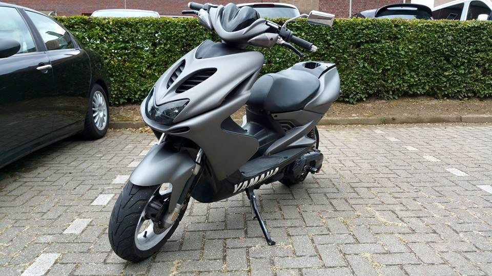 Since my Alfa V6 is quite thirsty, i also own this 2005 Yamaha Aerox ...