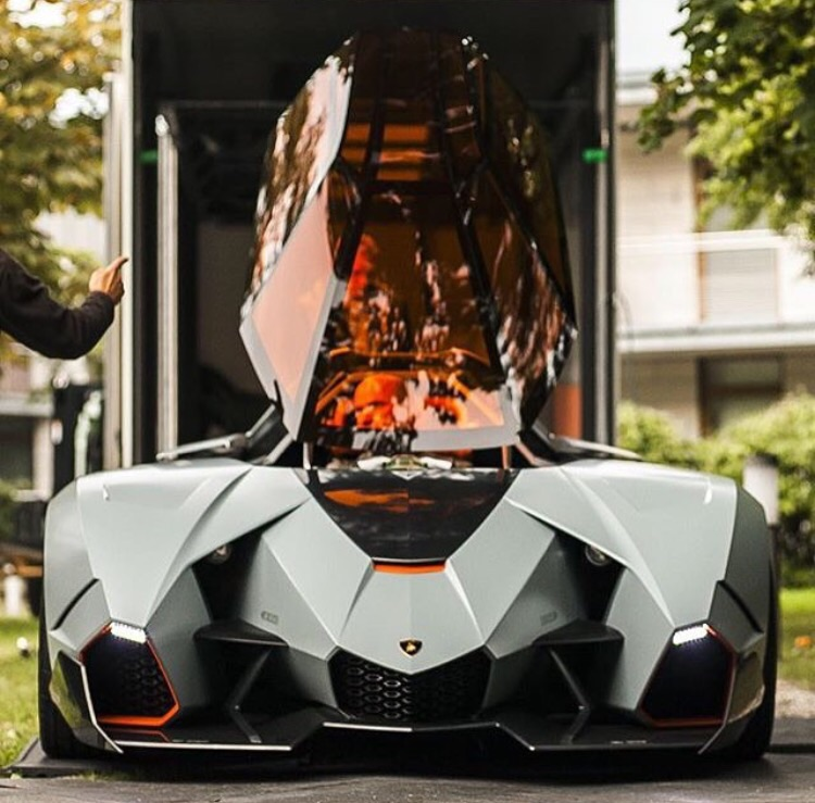 This Lamborghini is like a fighter jet on wheels! Haha this