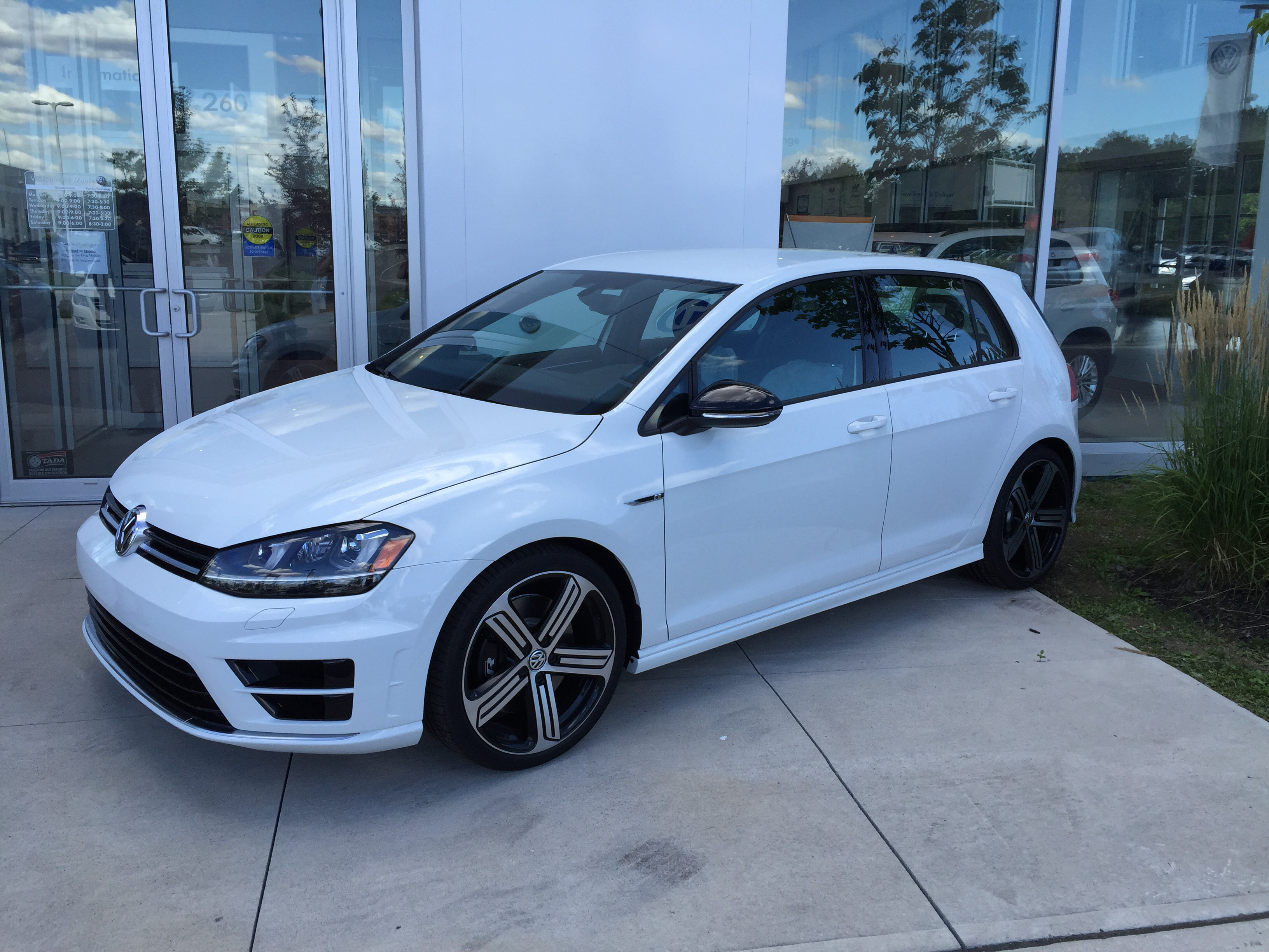 2016 golf r with manual transmission 1 of very few in canada. Black Bedroom Furniture Sets. Home Design Ideas