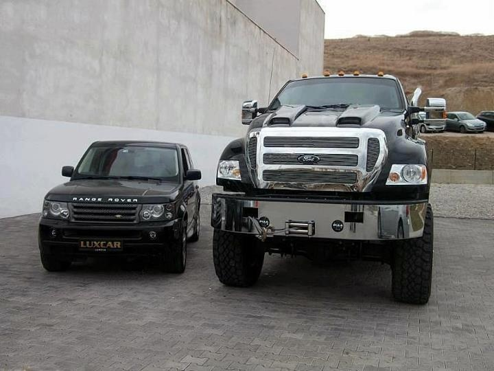 range rover looks so small next to ford f650. Black Bedroom Furniture Sets. Home Design Ideas