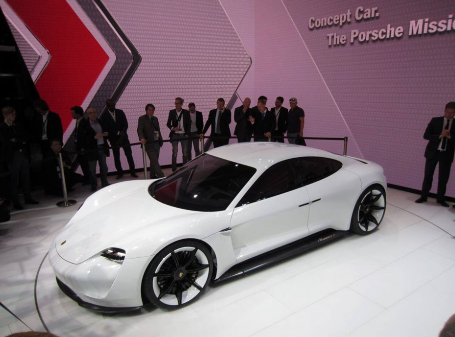 & has anyone noticed that the new Porsche concept has suicide doors? lol
