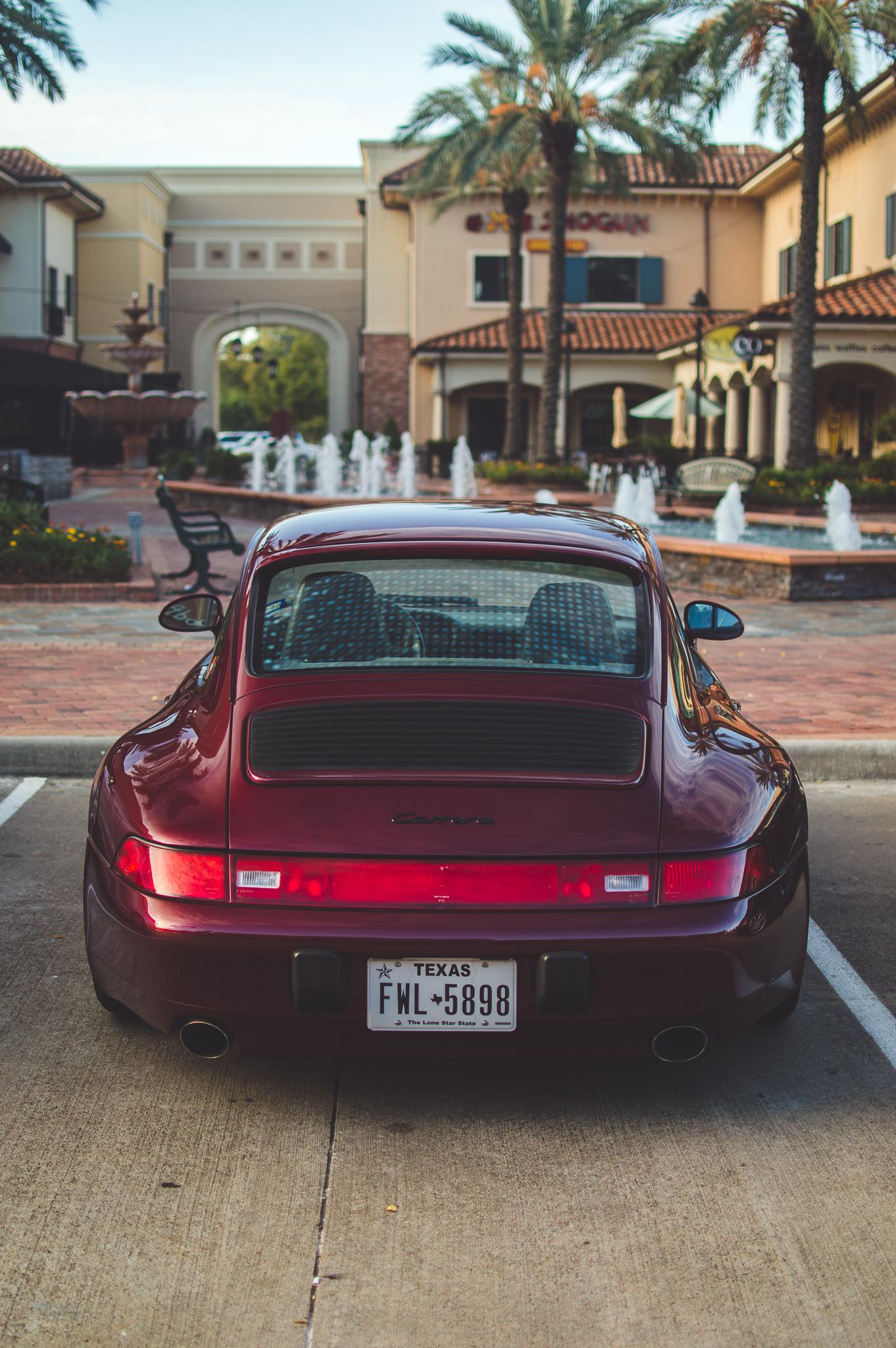 Old school Porsche 911 is total sex