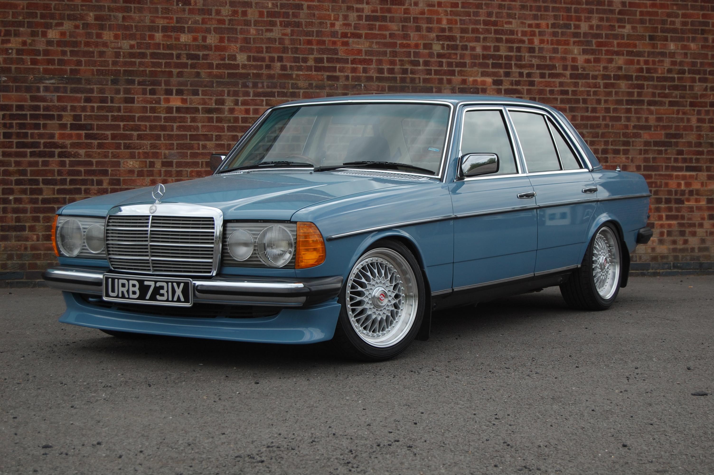 1982 mercedes benz w123 200 for Mercedes benz garages