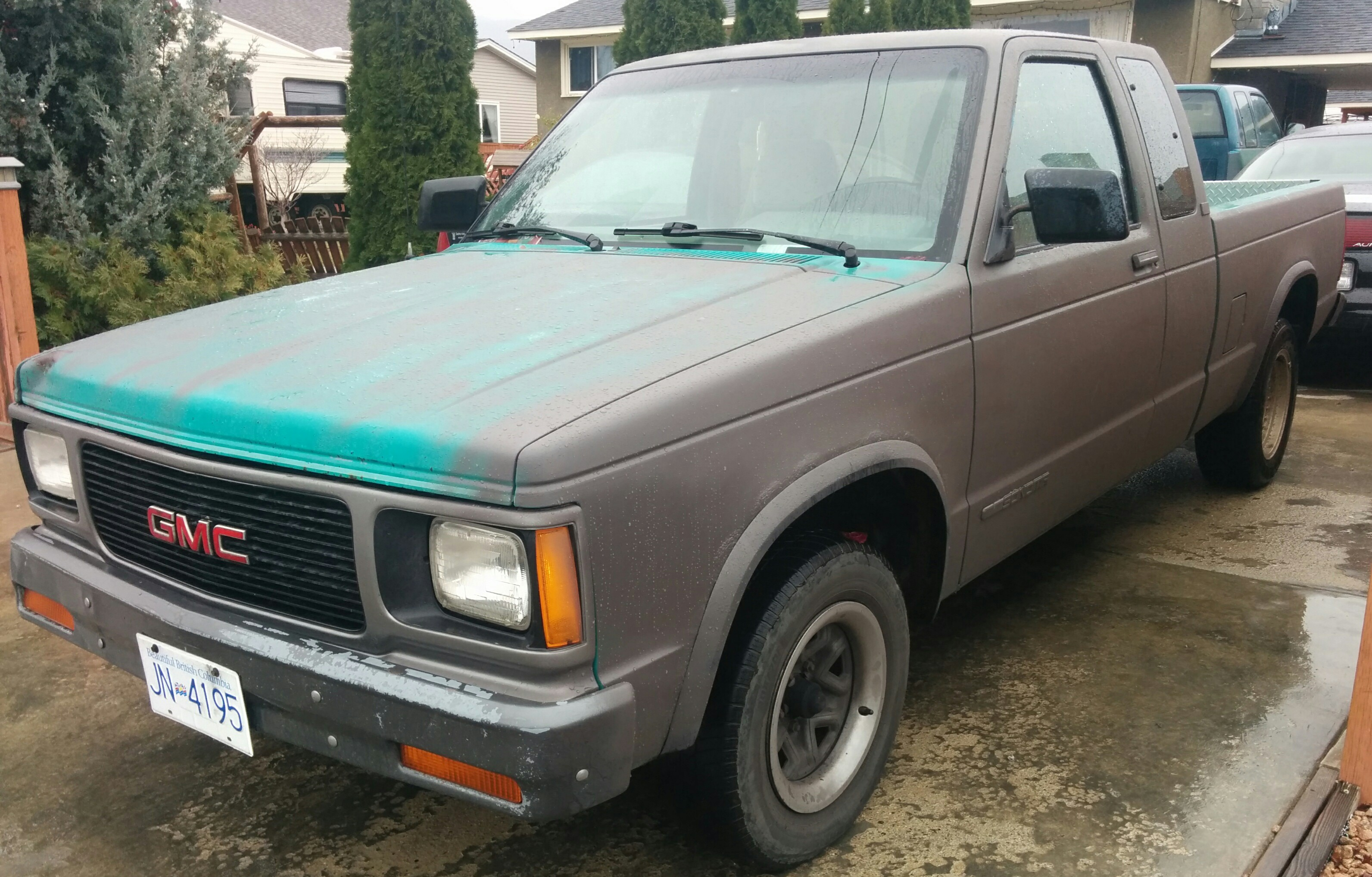 Recently Picked This Truck Up For 300 1992 Sonoma 200 000km 4 3l 5spd 2wd Was Originally That Ugly Seafoam Green Colour Covered In Rust Spots I M Almost Done Laying The Flat Bronze Andozied