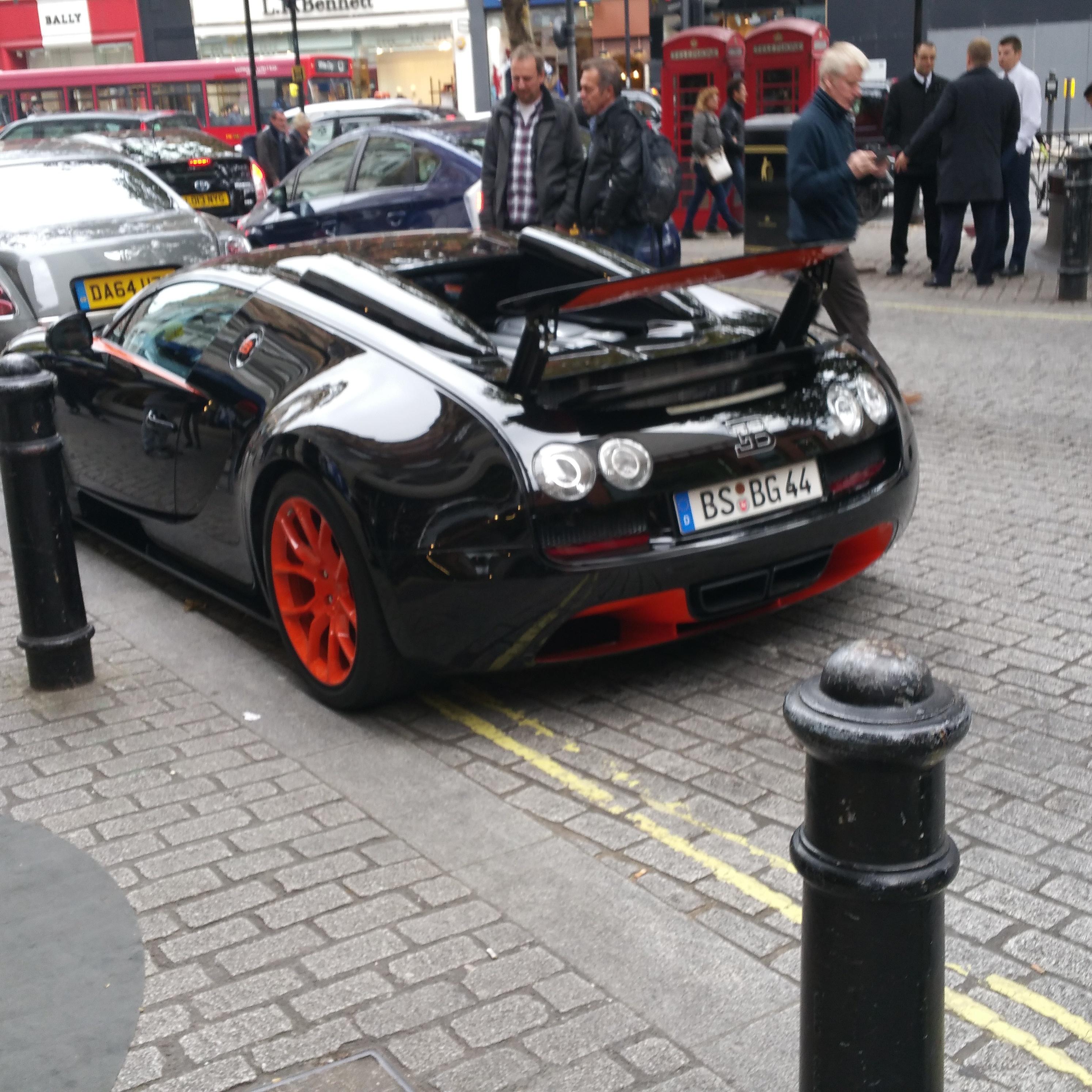 Bugatti Veyron 16 4 Grand Sport Vitesse: Bugatti Veyron 16.4 Grand Sport Vitesse In London