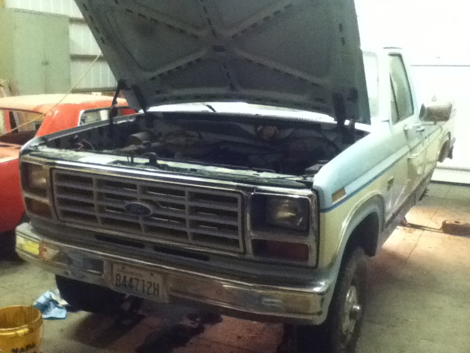 Worked on my buddy\'s new truck today. 1986 Ford F-150 4.9L Inline 6 ...