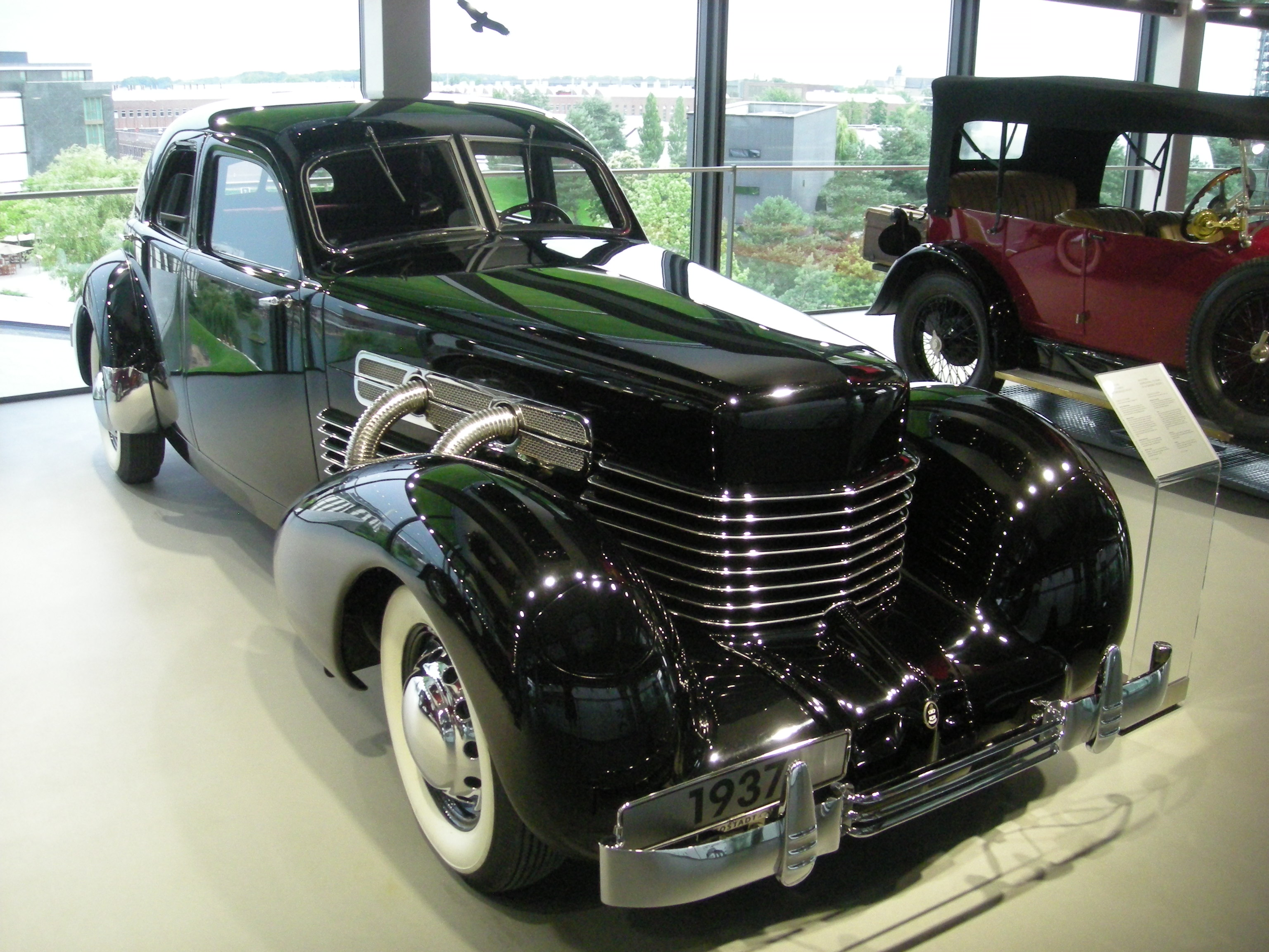 Cord 812.A supercharged,FWD 30s american car.You read that right, an ...