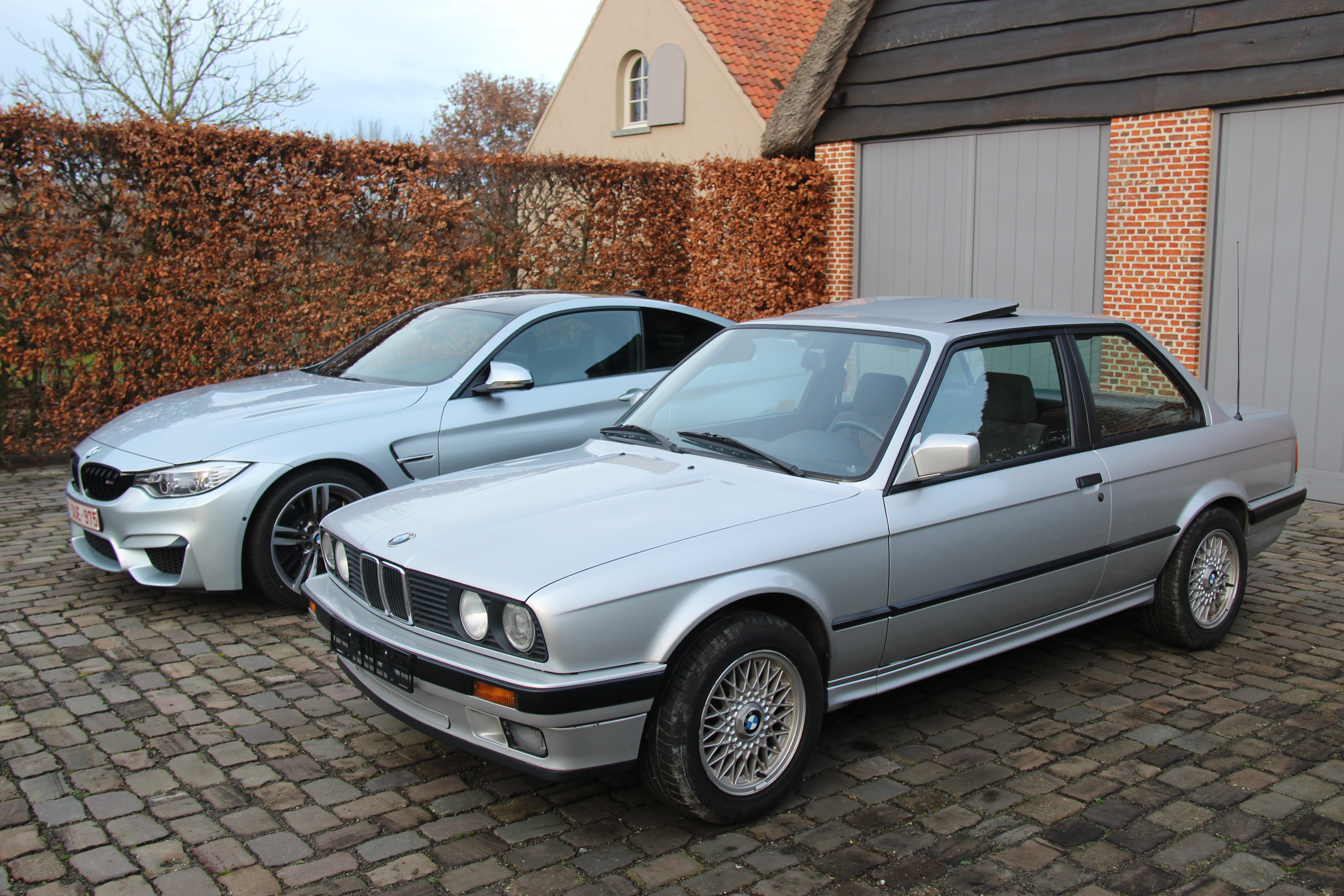 1990 BMW E30 320i