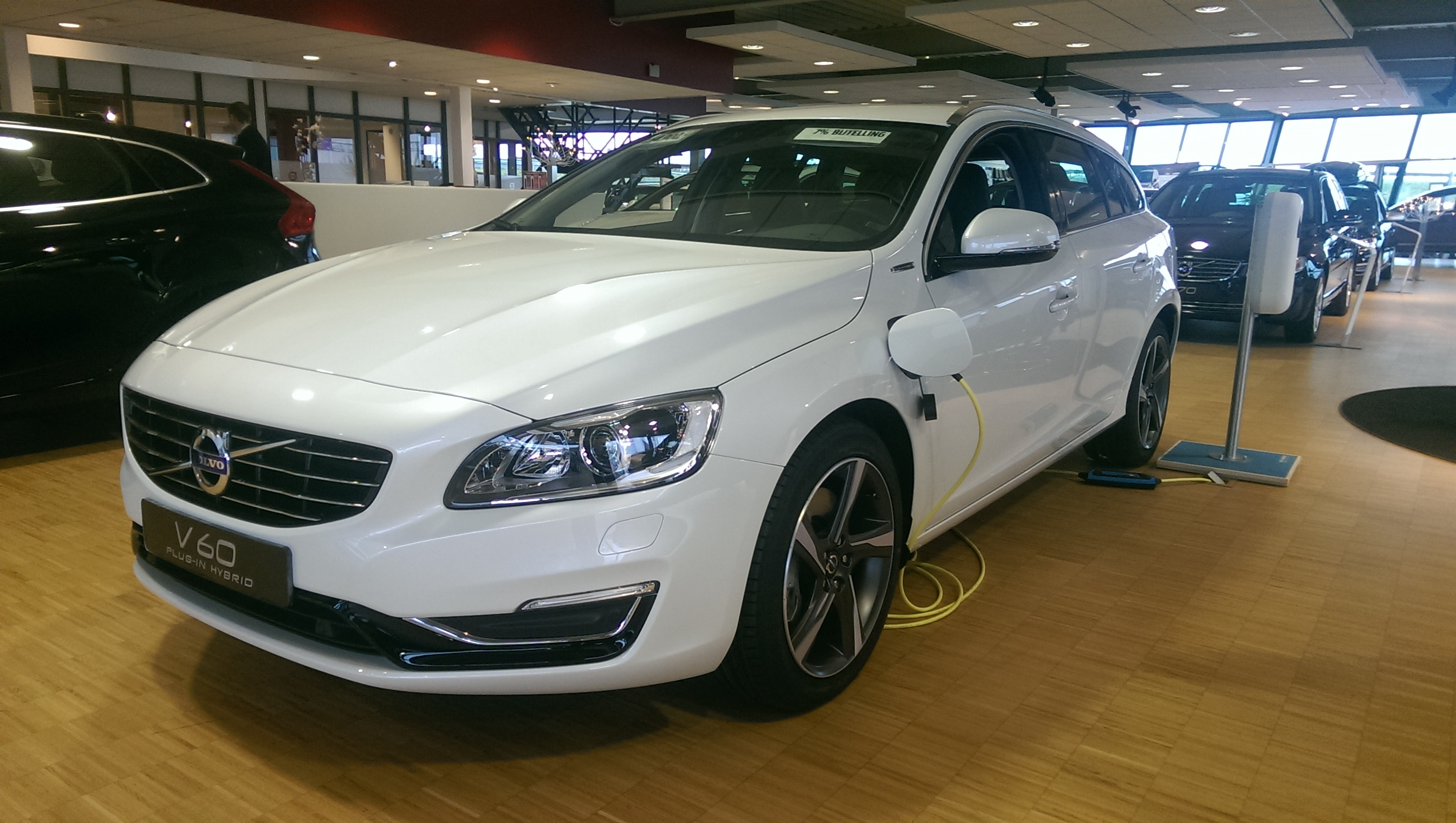 2015 volvo v60 d6 plug in hybrid with polestar tuning. Black Bedroom Furniture Sets. Home Design Ideas