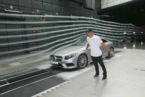 11 GIFs that shows how car aerodynamics work : (wind tunnel testing)