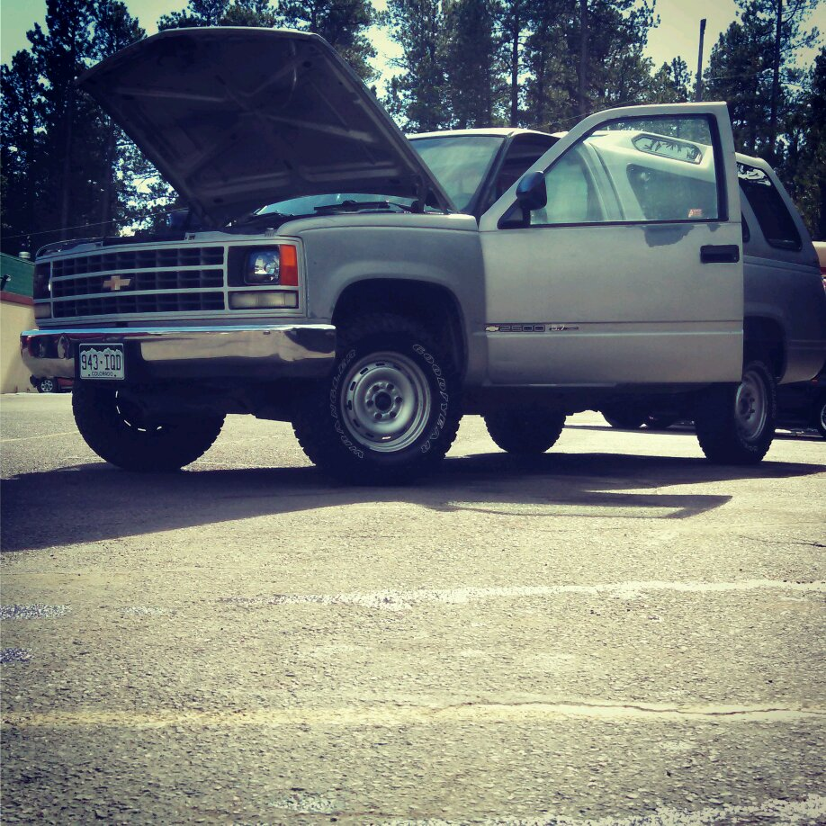 1990 Chevy K2500 LD: Cheyenne Trim. Old Style Front End