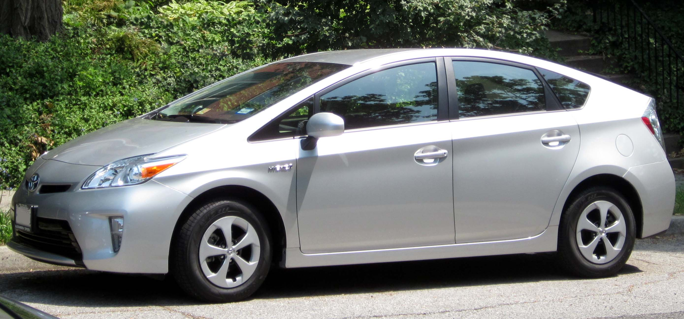 why the toyota prius is the best car in the world. Black Bedroom Furniture Sets. Home Design Ideas