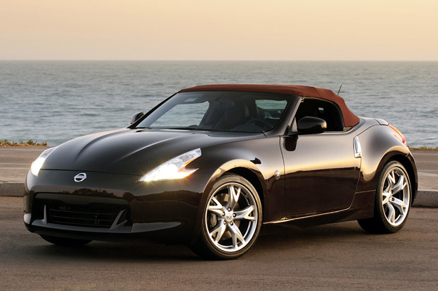 nissan 370z coupe vs 370z roadster. Black Bedroom Furniture Sets. Home Design Ideas