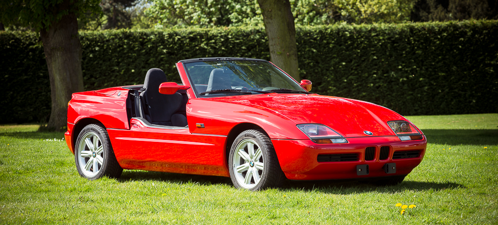 the bmw z1 is a lovely cruiser with its retractable doors. Black Bedroom Furniture Sets. Home Design Ideas