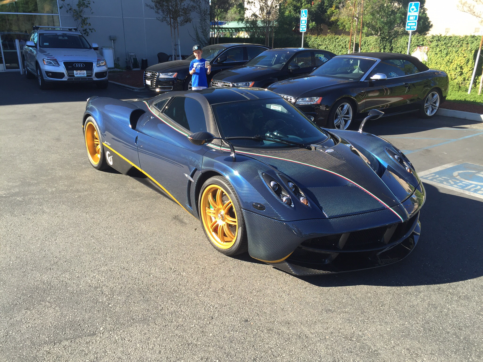 Pagani Huayra full carbon fiber Is one sick ride