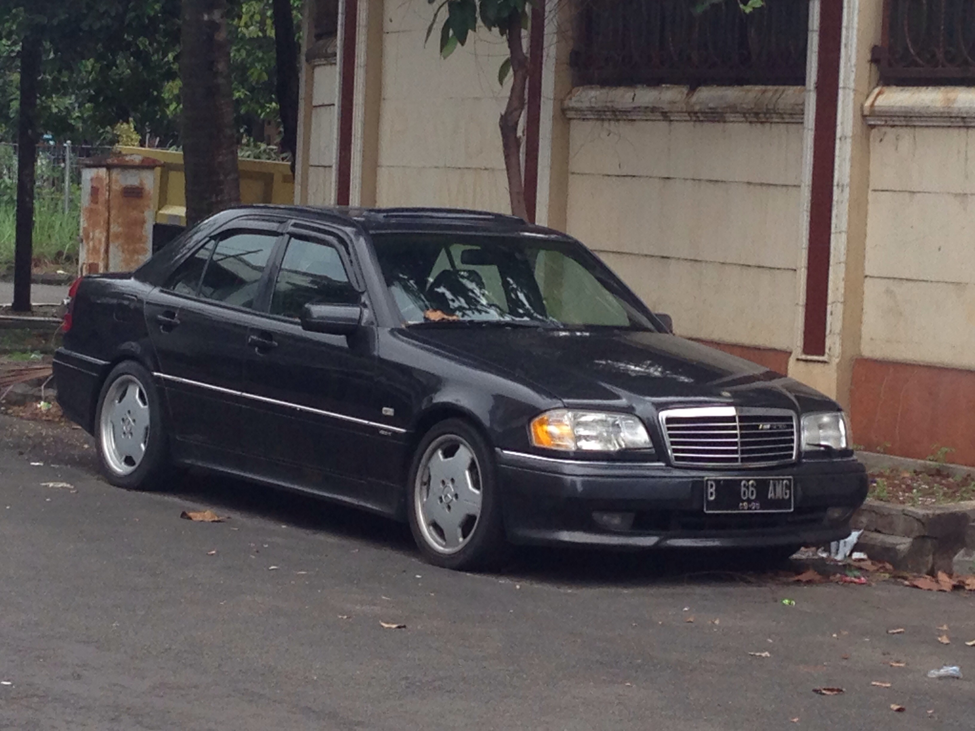 The sweet little Mercedes-Benz C36 AMG (W202)